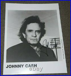 JOHNNY CASH Autograph SIGNED PHOTO 8x10, American Records Promo-100% guarantee