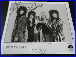 Motley Crue Autographs 1985 Elektra Promo Photo Tommy Lee & Mick Mars