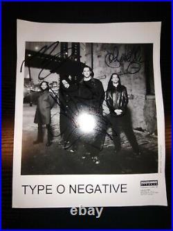 RARE TYPE O NEGATIVE HAND SIGNED B&W 8x10 BAND PROMO PHOTO AUTHENTIC 1999 STEELE